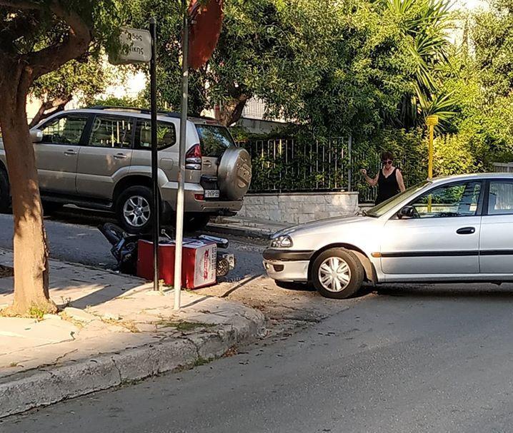 Τροχαίο ατύχημα στη συμβολή Νίκης και Κορυτσάς στο Καλαμάκι