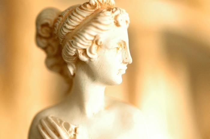 Η Λυσιστράτη, οι θεές Αφροδίτη και Δήμητρα και οι σχέσεις τους με τον Άλιμο