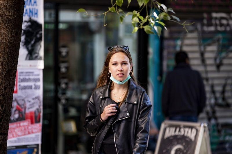 Ηλίας Μόσιαλος: Γιατί δεν πρέπει να κατεβάζουμε τη μάσκα στο πηγούνι μας