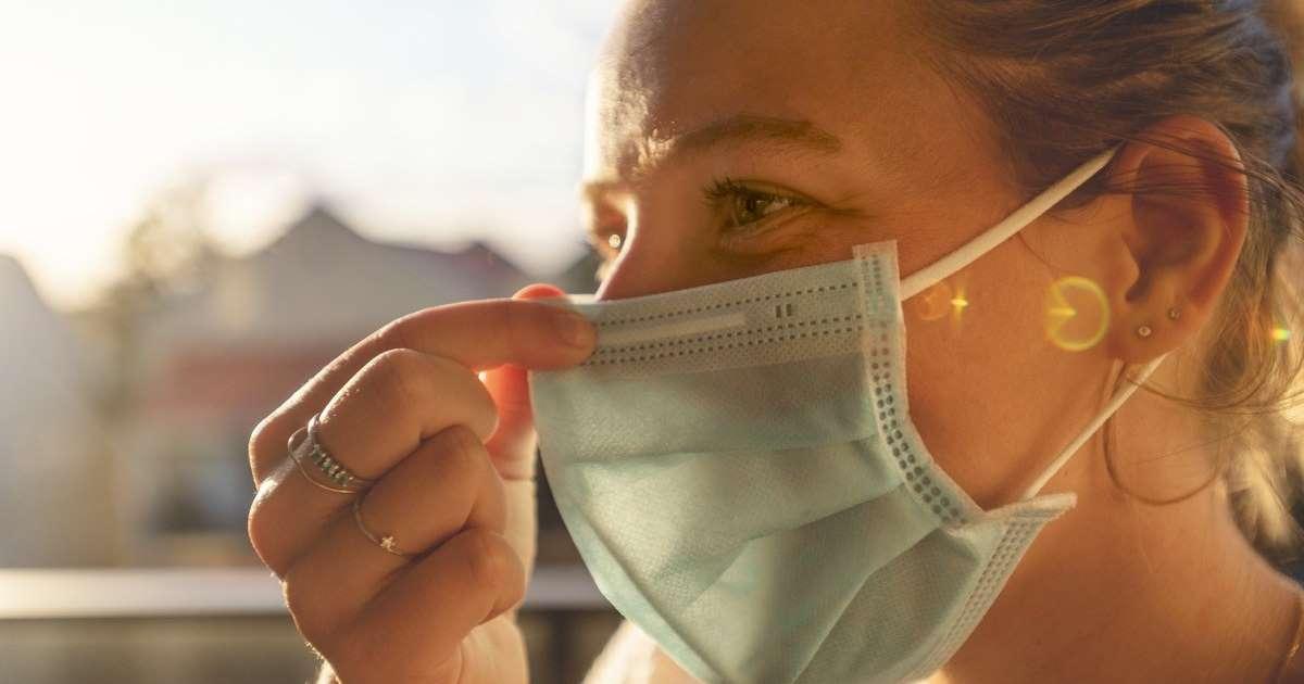 Έρχονται πρόστιμα για δεν όσους φορούν τη μάσκα ή την έχουν πίσω από το αυτί και το πιγούνι