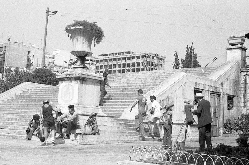Αύγουστος στην Αθήνα του 1976: Ανέκδοτες φωτογραφίες