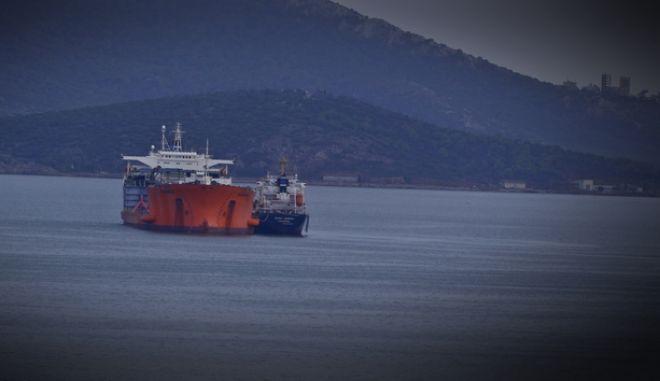 Πειραιάς: Σε καραντίνα το πλήρωμα του δεξαμενόπλοιου με τα 16 κρούσματα