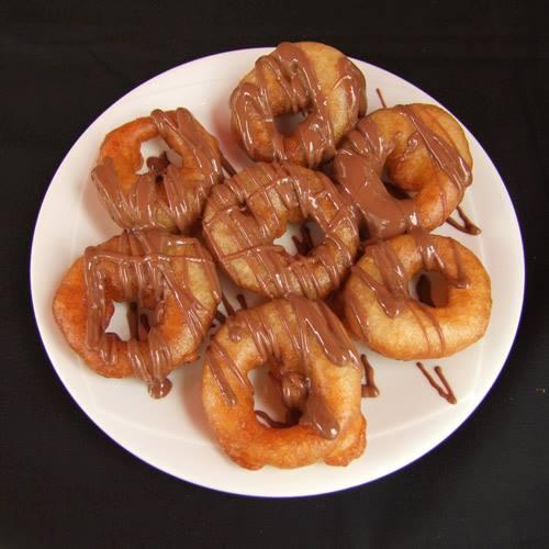 Λουκουμάδες με μέλι και κανέλα αλλά και σοκολάτα έρχονται στην πόρτα σου όλες τις ώρες της ημέρας
