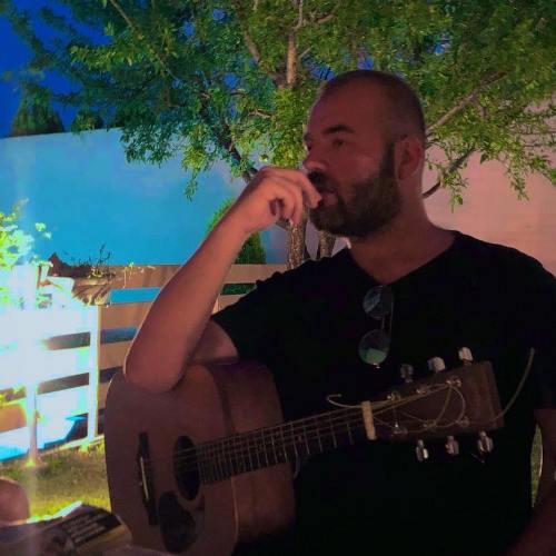 Κάθε Σάββατο ο Νίκος Σαπουντζάκης στο Premier Café