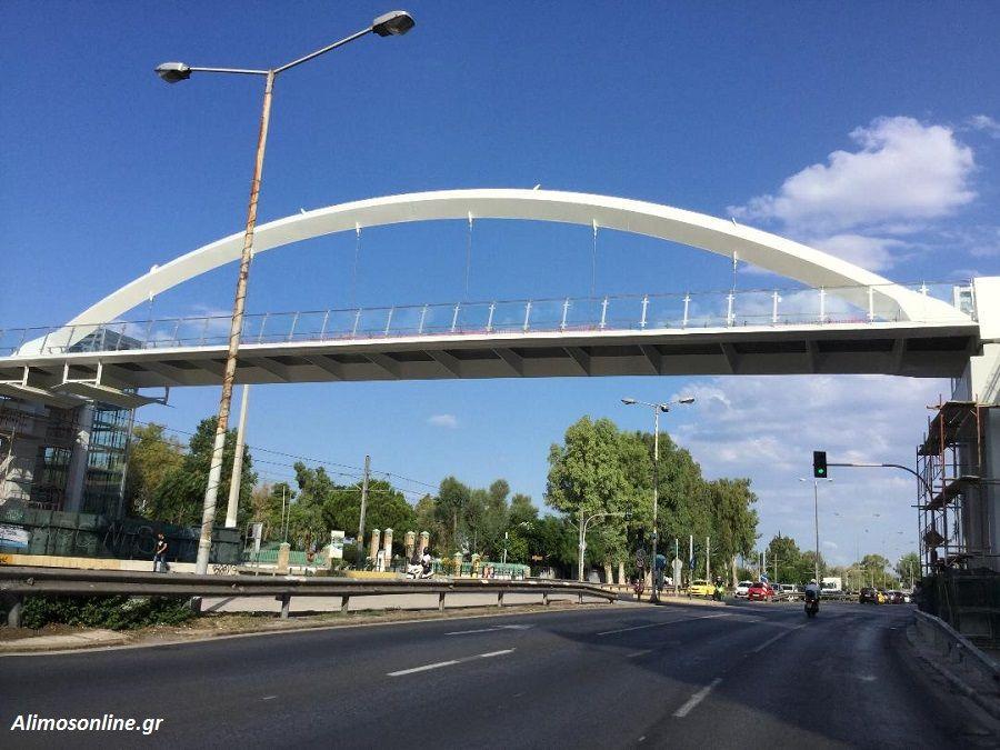 Η πεζογέφυρα του Αλίμου θυμίζει ένα σύγχρονο «Γεφύρι της Άρτας»