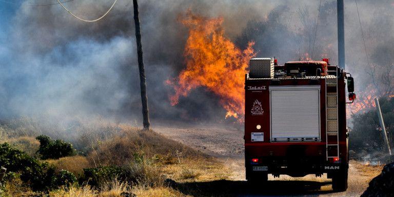 Δήμος Σαρωνικού: Εκκληση στους πολίτες να εκκενώσουν τα σπίτια τους και να κατευθυνθούν σε ξενοδοχείο