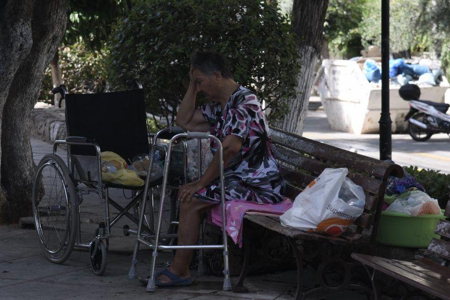 Βρέθηκε στέγη για την κυρία Δήμητρα, την άστεγη που βρίσκεται έξω από τη Παναγίτσα
