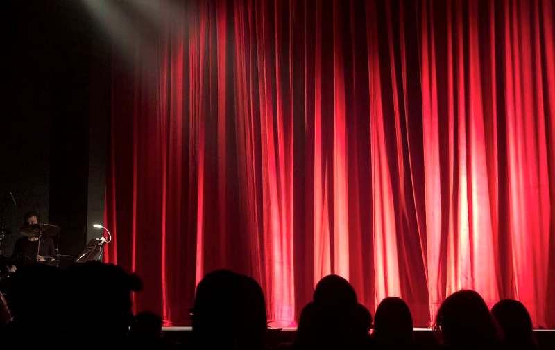 Εκπαιδευτική θεατρική παράσταση «Μετά…κινούμαι στο μέλλον» για τα σχολεία του Αλίμου