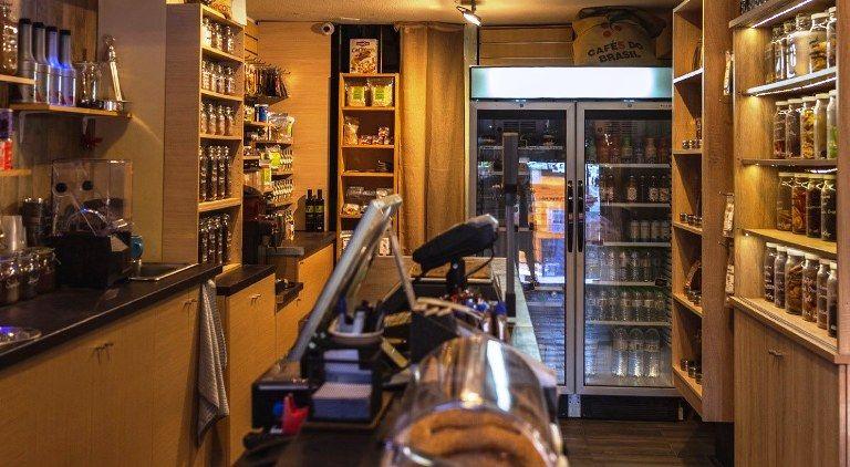 Karpos: Η μεγάλη ποικιλία από vegetarian και vegan σνακ που θα συνοδεύσουν τον καφέ σου