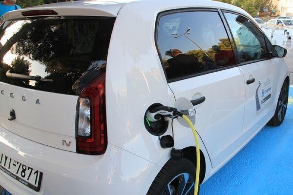 Στα Νότια Προάστια το πρώτο σύστημα κοινόχρηστων ηλεκτρικών αυτοκινήτων της χώρας