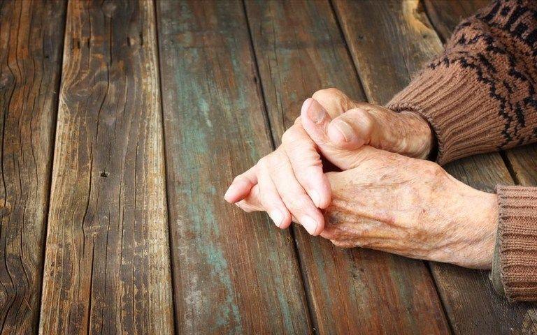 H ανακοίνωση του δήμου Αγίου Δημητρίου για την έξωση της 90χρονης μαζί με τον εγγονό της