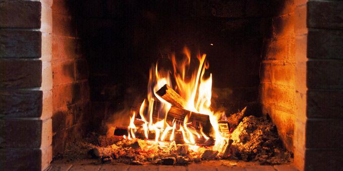 Με αφορμή τις φωτιές που ξεκίνησαν από τζάκια, ο Δήμος Βάρης Βούλας Βουλιαγμένης εξέδωσε οδηγίες για την ασφαλή χρήση τους
