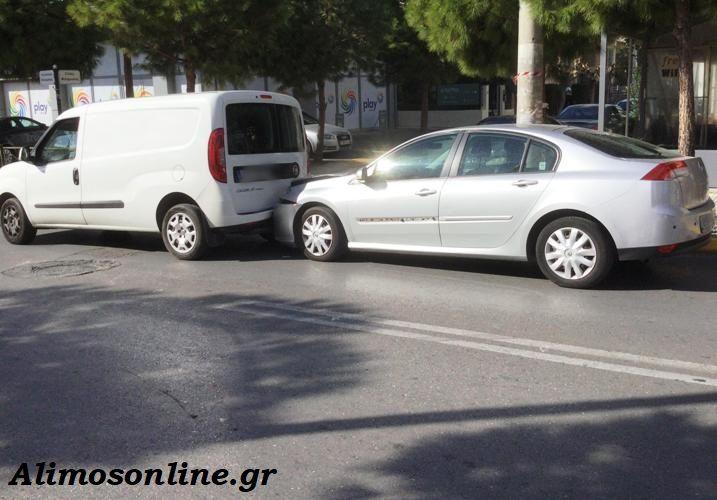 Τροχαίο ατύχημα στη λεωφόρο Καλαμακίου