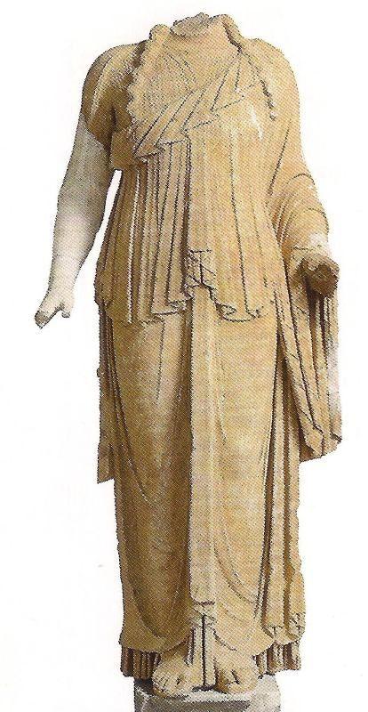 Την αυλή του Μουσείου Πειραιά κοσμεί ένα από τα δύο αγάλματα του Διονύσου που είχαν βρεθεί στον Άλιμο