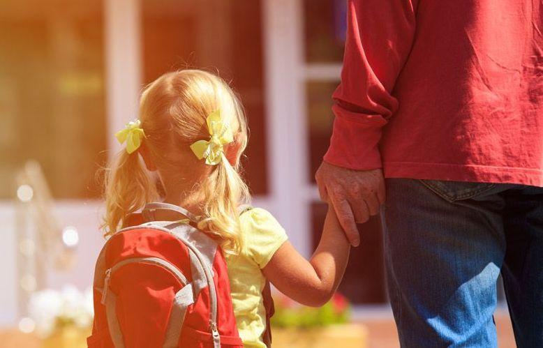 Το SMS που πρέπει να στέλνουν οι γονείς που πηγαίνουν τα παιδιά τους στο σχολείο