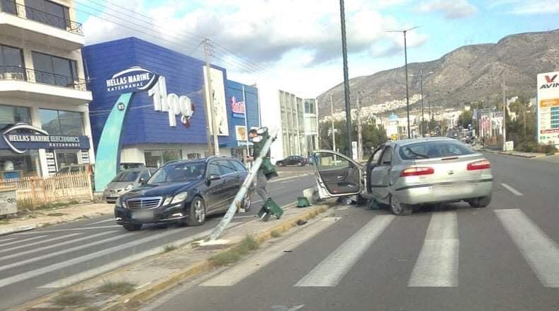 Τροχαίο ατύχημα στη λεωφόρο Αλίμου