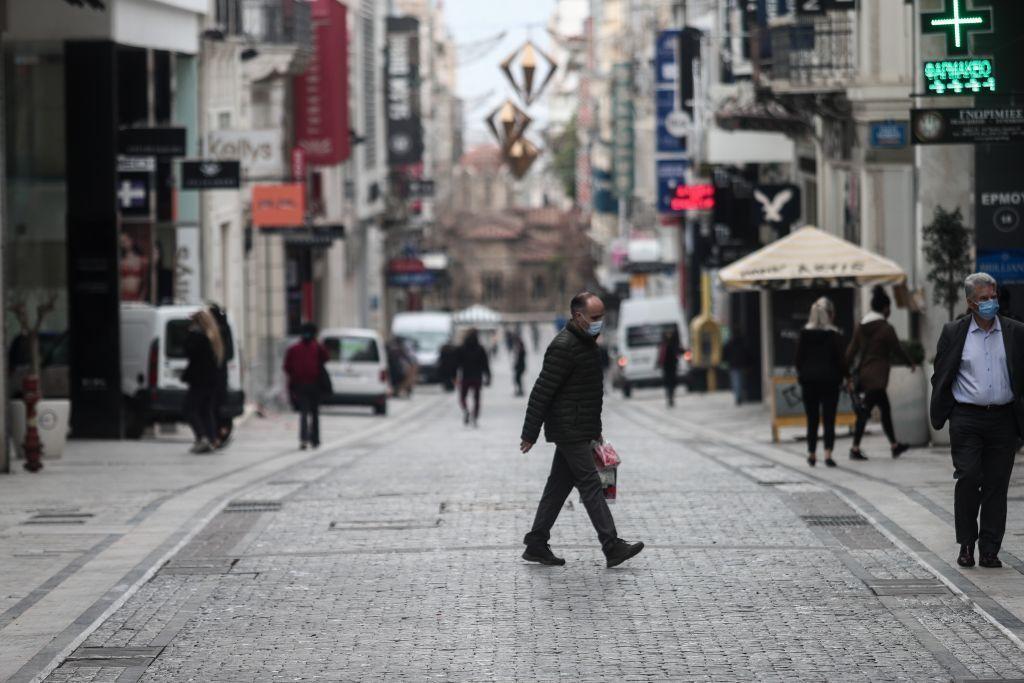 Τα μαγαζιά που ανοίγουν τη Δευτέρα – Τα μέτρα, τα sms και το ωράριο