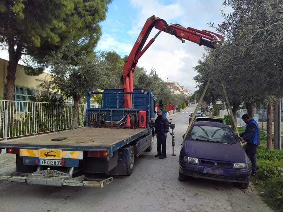 Απομάκρυνση εγκαταλελειμμένων αυτοκινήτων από δρόμους του Αλίμου