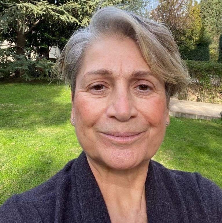 Η Αλιμιώτισσα Λουίζα Καλλιγά, ιδιοκτήτρια του «Scale Suites», μιλάει στο Alimos Online