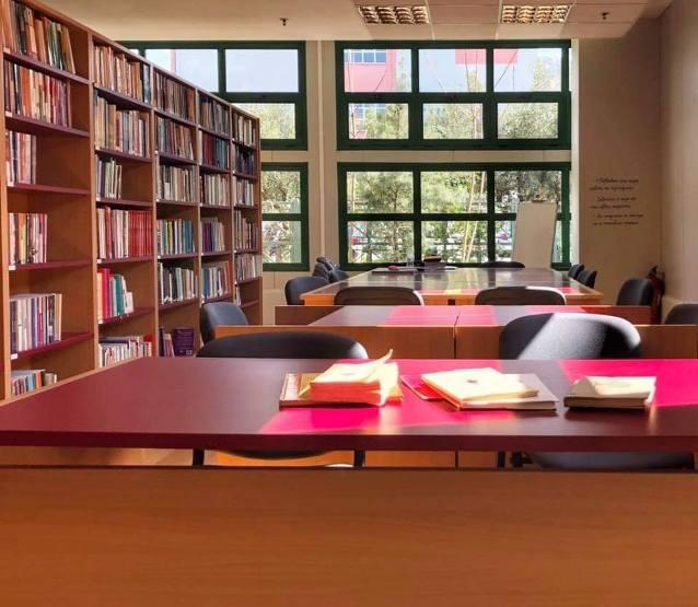 Η Δημοτική Βιβλιοθήκη Γλυφάδας μας συστήνει το ….book away