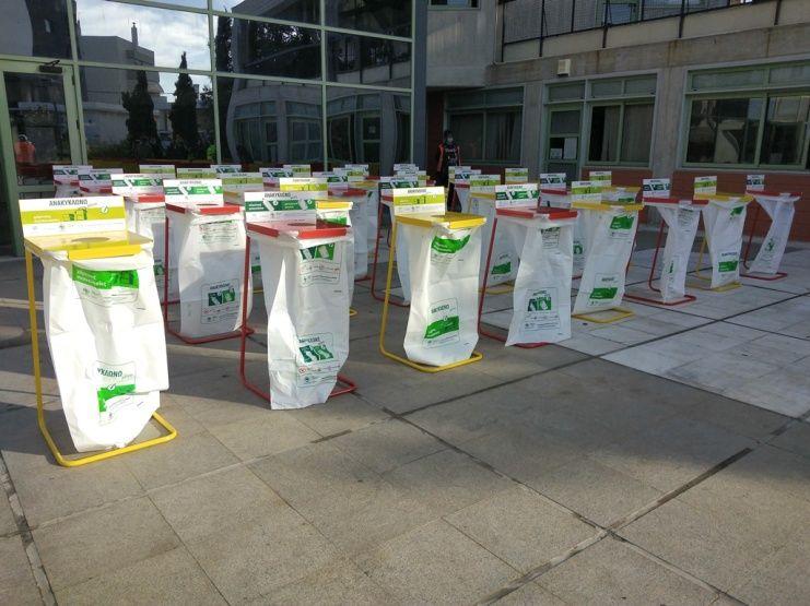 252 κάδοι ειδικής ανακύκλωσης εσωτερικού χώρου παραδόθηκαν στον δήμο Παλαιού Φαλήρου