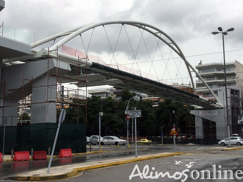 Ολοκληρώθηκε η τοποθέτηση της πεζογέφυρας του Παλαιού Φαλήρου