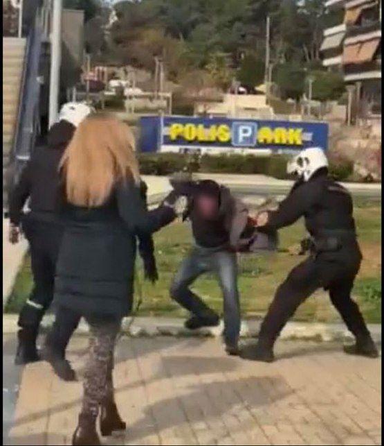 Ένταση στην πλατεία Νέας Σμύρνης με χρήση υπέρμετρης βίας από τους αστυνομικούς