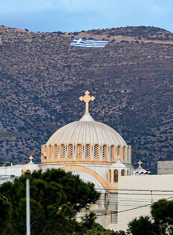 Στον Υμηττό υπάρχει μία ελληνική σημαία των 4.000 τετραγωνικών