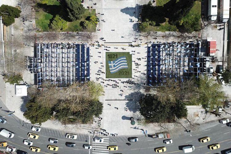 5.000 λουλούδια στην πλατεία Συντάγματος σχηματίζουν την ελληνική σημαία