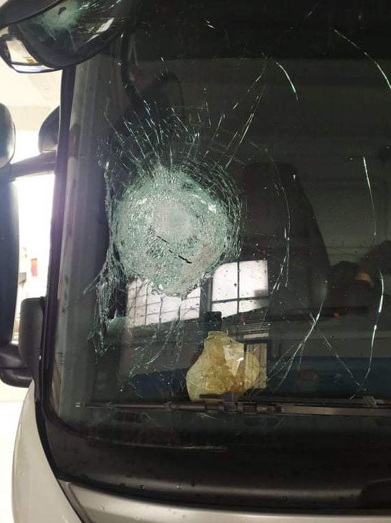 Παλαιό Φάληρο: Έσπασαν το παρμπρίζ απορριμματοφόρου οι ανήλικοι που πέταγαν πέτρες στην παραλιακή