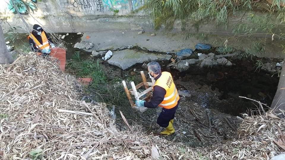 «Τα ρέματα δεν είναι σκουπιδότοπος»: Η ανακοίνωση του Ανδρέα Κονδύλη για τον καθαρισμό του ρέματος Τραχώνων