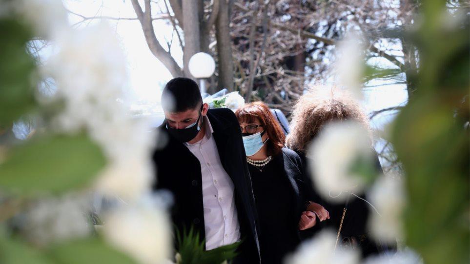 Ο συγκινητικός επικήδειος του γιου του Γιώργου Καραϊβάζ -«Ο πατέρας μου θα συγχωρούσε και τους δολοφόνους του»