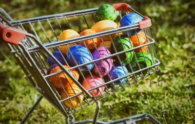 Ξεκινά το εορταστικό ωράριο των καταστημάτων – Ποιες ώρες θα λειτουργούν τα καταστήματα