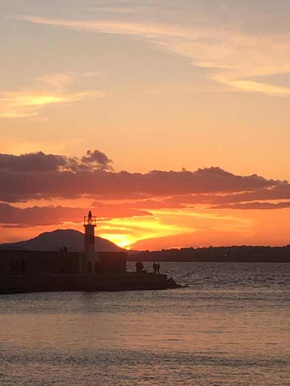 Ακόμα ένα υπέροχο ηλιοβασίλεμα από τη Μαρίνα Αλίμου