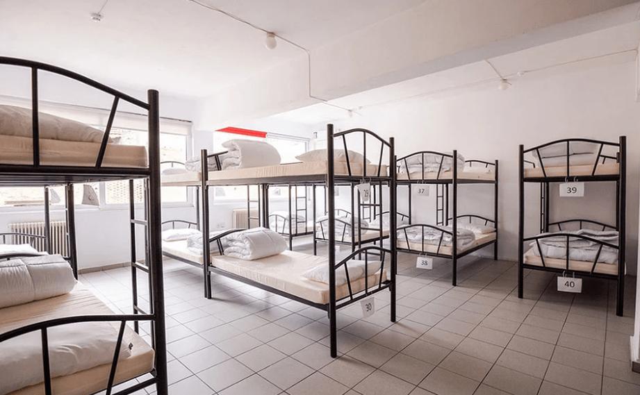 Άνοιξε στην Αθήνα το πρώτο υπνωτήριο για άστεγα παιδιά
