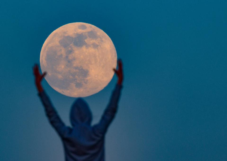 «Ροζ Υπερπανσέληνος»: Έρχεται το φωτεινότερο φεγγάρι του έτους