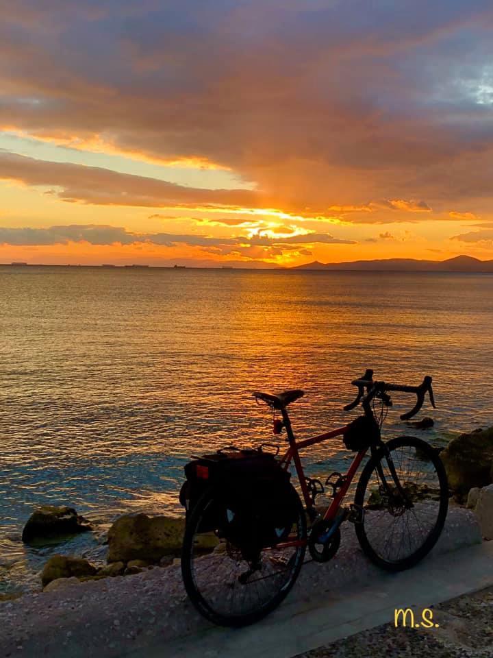 Πόσο λατρεύουμε τα ηλιοβασιλέματα στην παραλία Αλίμου