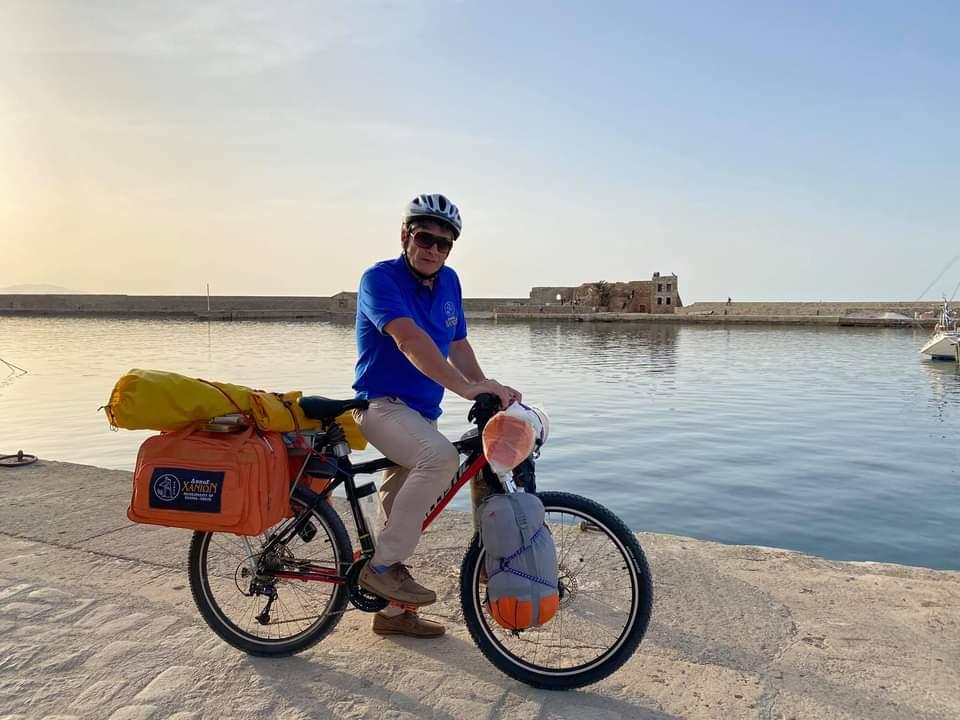 «Ποδηλατώντας την Ελλάδα»: Ο Παναγιώτης Μπαλολάκης θα περάσει και από τα Νότια Προάστια