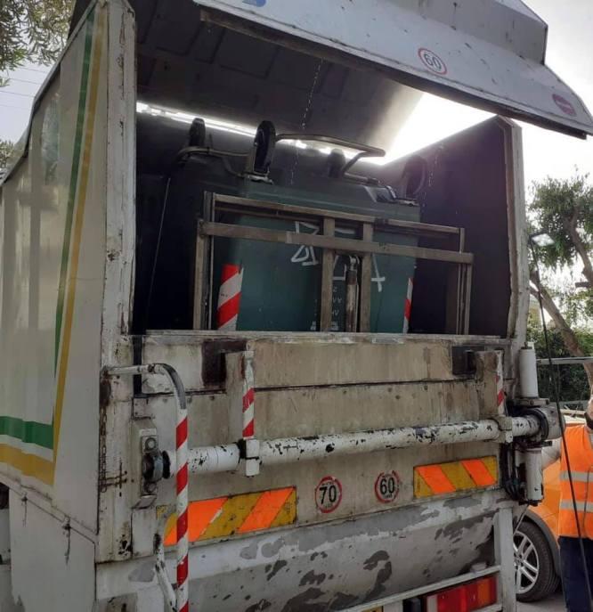 Ξεκίνησε το πλύσιμο και η απολύμανση των κάδων απορριμμάτων του Αλίμου