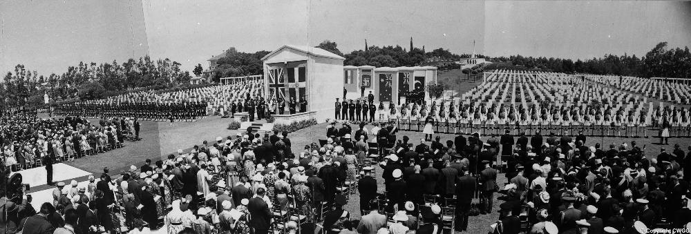 Σαν σήμερα, πριν 60 χρόνια, πραγματοποιήθηκαν τα εγκαίνια του Μνημείου Αθηνών στο Συμμαχικό Κοιμητήριο στον Άλιμο