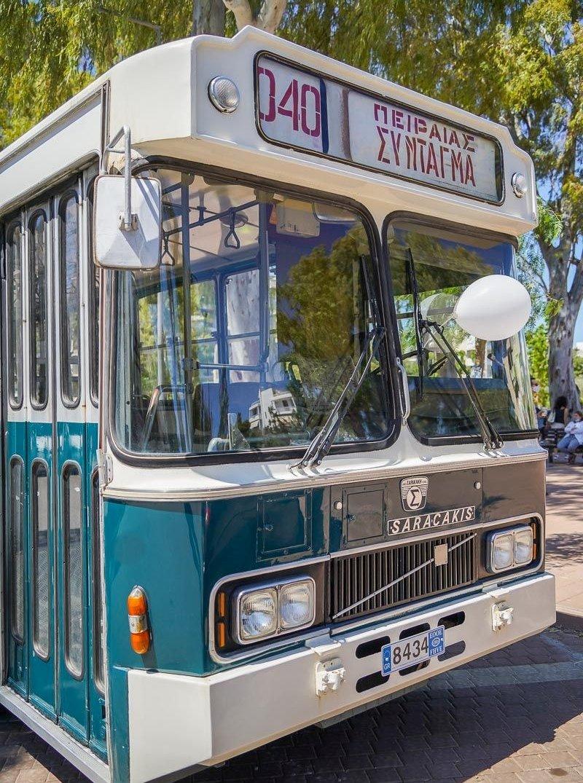 Η Γλυφάδα γέμισε χθες με vintage οχήματα