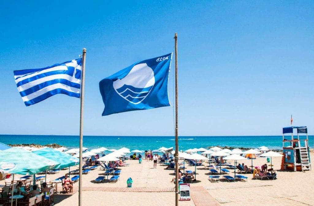 Oι παραλίες των Νοτίων Προαστίων που βραβεύτηκαν με Γαλάζια Σημαία