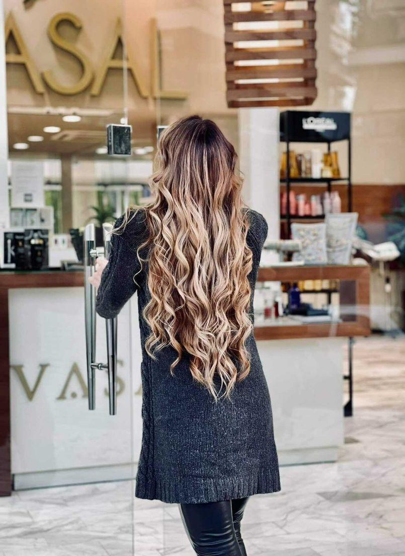 To golden balayage θα χαρίσει στα μαλλιά σου τη λάμψη που τους αξίζει
