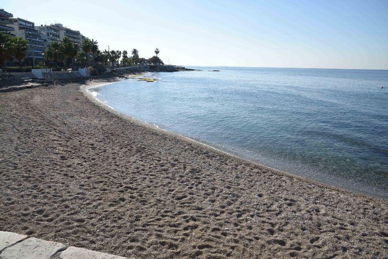 Παλαιό Φάληρο: Χειροπέδες σε 42χρονο που εντοπίστηκε γυμνός στην παραλία