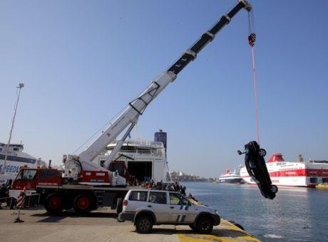 Αυτοκίνητο έπεσε στο λιμάνι του Πειραιά – Νεκρός ο οδηγός