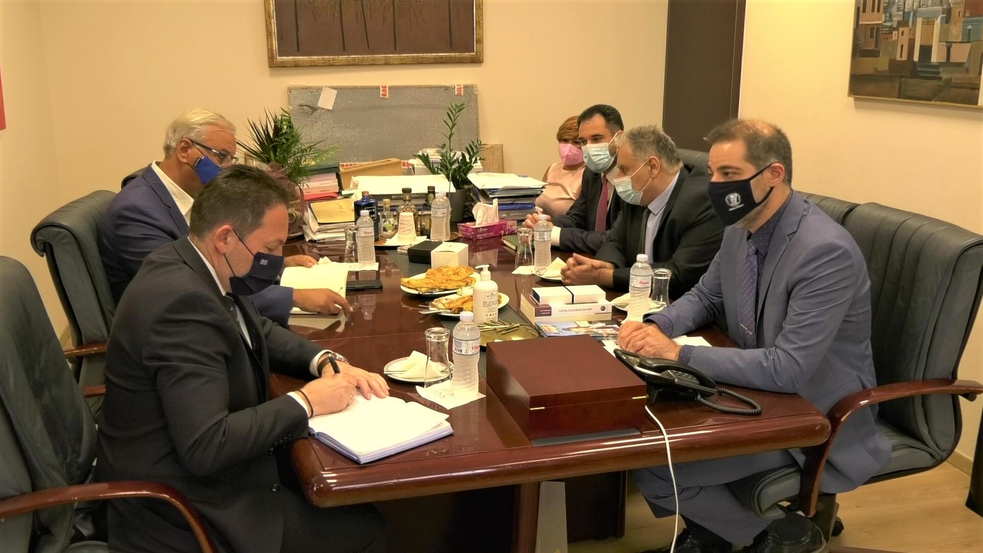 Συνάντηση του Δημάρχου Αλίμου Ανδρέα Κονδύλη με τον Αν. Υπουργό Στέλιο Πέτσα