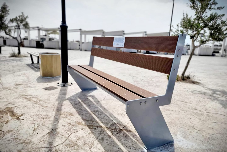 Η Γλυφάδα παρουσιάζει το πρώτο παγκάκι της από πλαστικά απορρίμματα