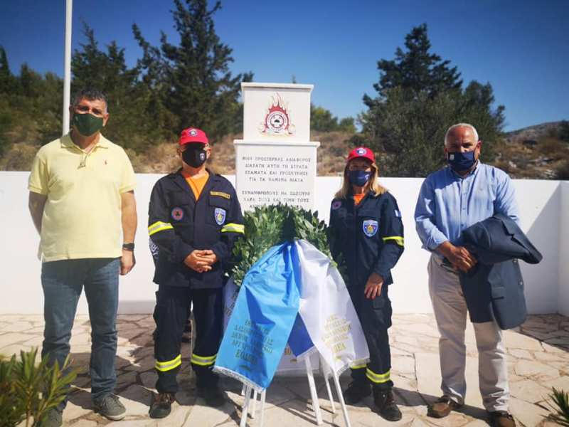 Επιμνημόσυνη δέηση στη μνήμη των πυροσβεστών που έχασαν τη ζωή τους το 1999 στον Υμηττό