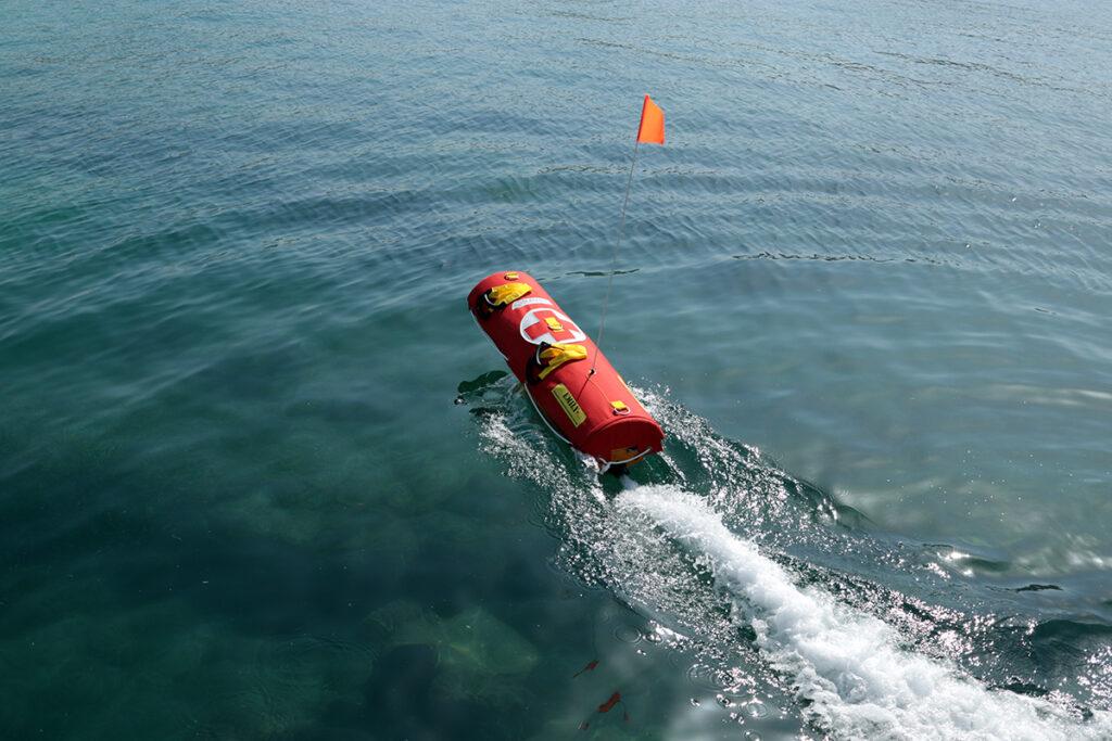 H Εmily είναι το πρωτοπεριακό ναυαγοσωστικό ρομπότ του Ναυτικού Ομίλου Βουλιαγμένης