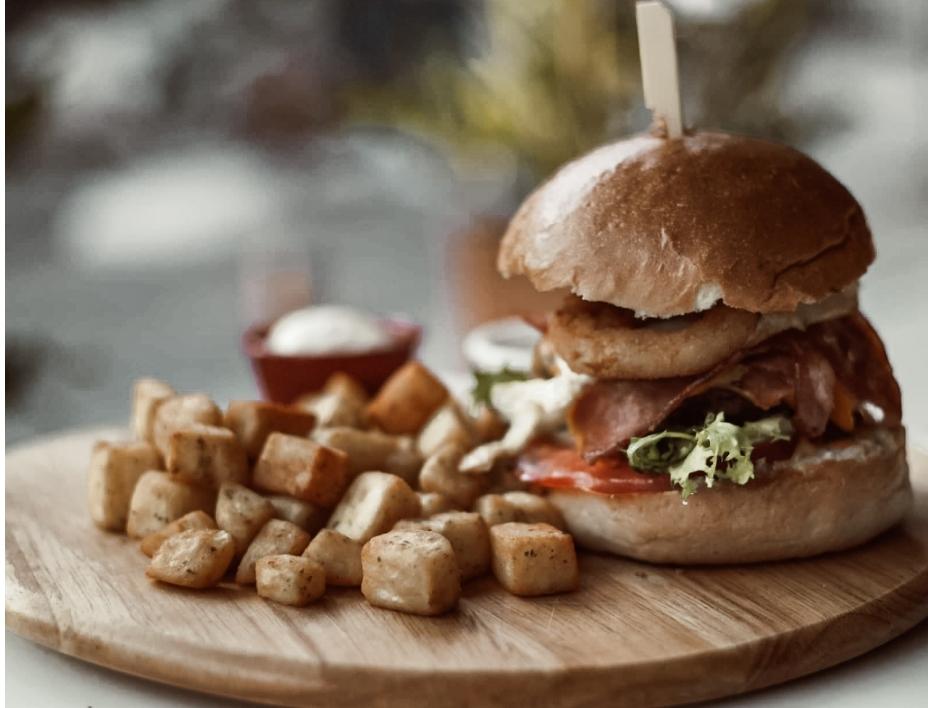 Τα ζουμερά burgers του «Il Mondo» σίγουρα θα σε ενθουσιάσουν